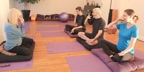 Le pranayama est enseigne de façon precise aux eleves de yoga.